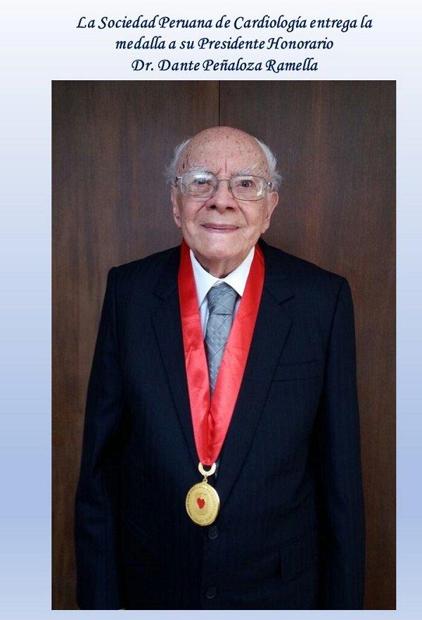 La Sociedad Peruana de Cardiología entrega la medalla a su Presidente Honorario
